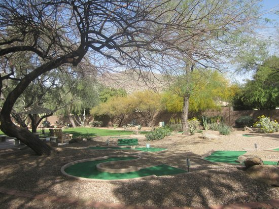 Scottsdale Camelback Resort : View of Camelback Mountain and minigolf course