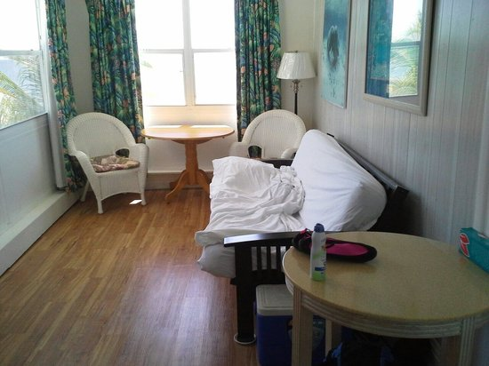Key Colony Beach Motel: This is our 2nd floor futon room in our 2room ocean suite. We also had a room with 2 double beds