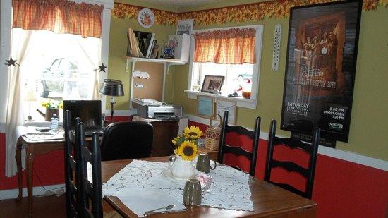 The Metamora Inn B&B : Breakfast Room