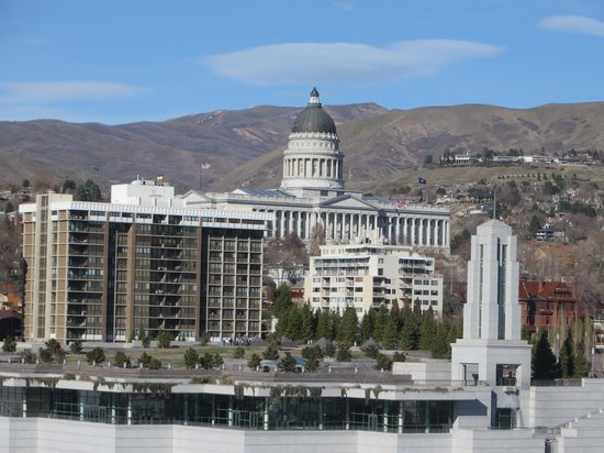 Salt Lake Plaza Hotel: Looking north over LDS Conference Center to State Capitol
