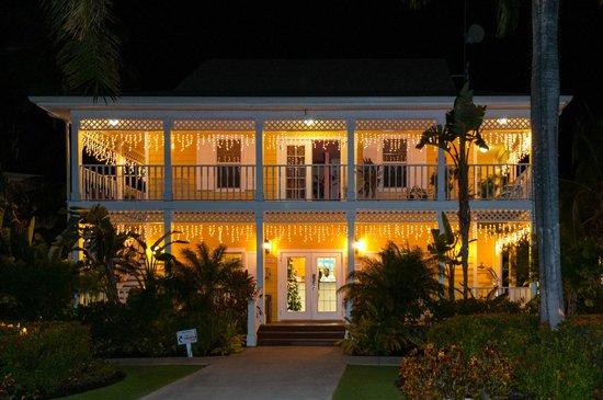 Sunshine Suites Resort: Lobby Building on Christmas