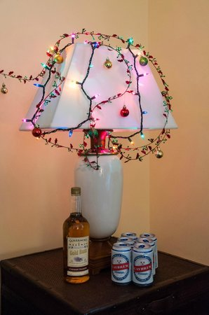 Sunshine Suites Resort: Cayman Beverages Under Christmas Lamp