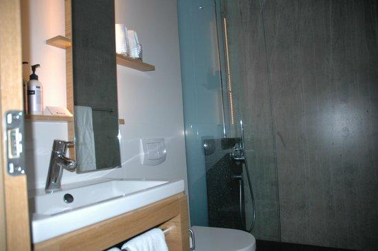 ION Adventure Hotel: Bathroom