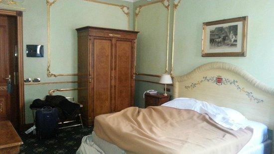 Grand Hotel Wagner: Camera. Un po' troppo pesante negli arredi...