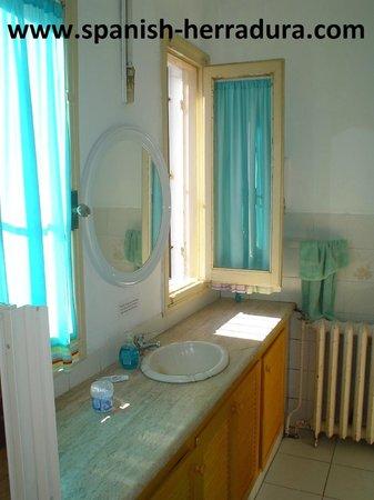 Centro de Enseñanza de Español La Herradura: Main bathroom