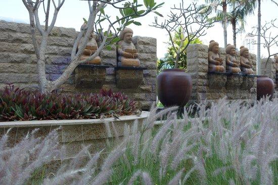 Raffles Dubai: Garden