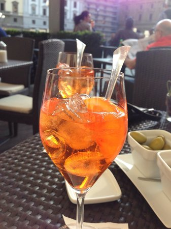 Hotel Savoy : Tasty spritz they suggested made with Italian liquor and soda water and orange, very refreshing!
