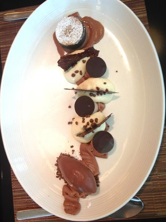 DB Bistro & Oyster Bar: Dark chocolate mousse, pecan brownies and coffee ice cream