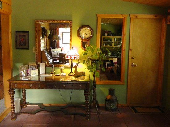 Country Sunshine Bed and Breakfast : Desk River Room
