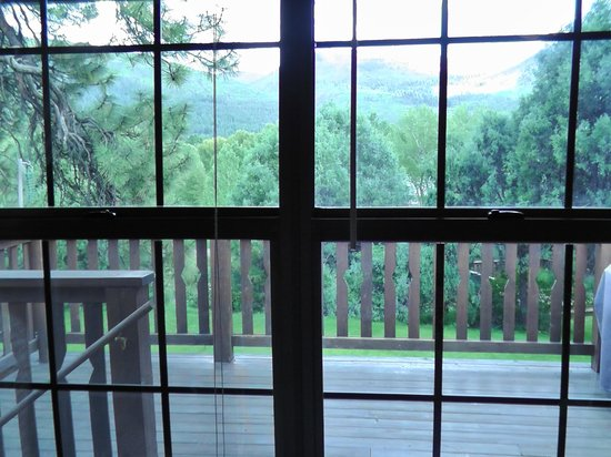 Country Sunshine Bed and Breakfast: View River Room