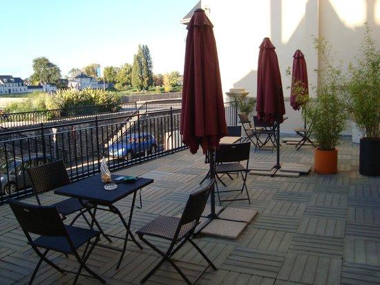 Bellevue : Varanda do Hotel comum aos quartos de frente