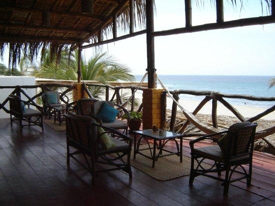 HUA Punta Sal Hotel Restaurante: Terraza de la habitacion frente al mar.