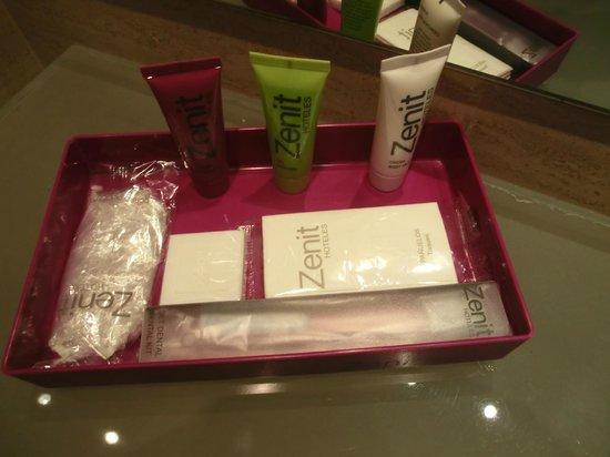Zenit Lisboa: Duschgel, Shampoo, Lotion, Zahnbürste