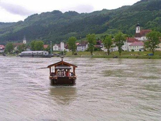 Donauradweg: Englehartzell bike ferry