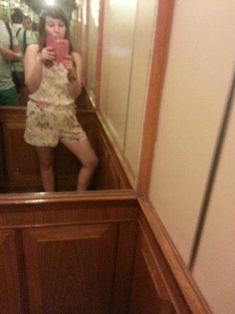 Hotel Beverly Plaza Pattaya: В лифте