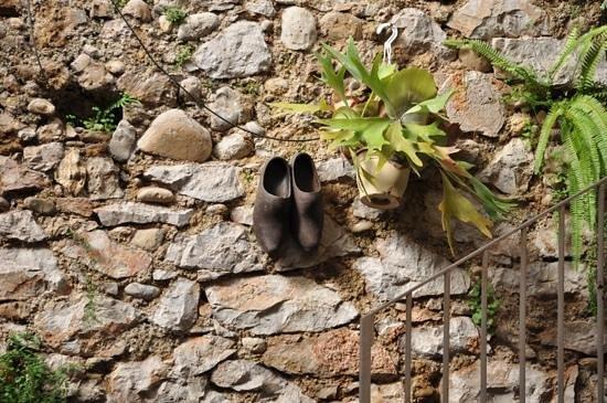 Restaurant la Roquebrunoise: muretto della sala esterna