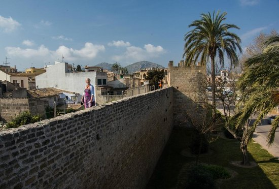 Alcudia Old Town : City walls