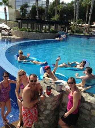 Pueblo Bonito Sunset Beach Golf & Spa Resort: Chillin' in the lobby pool
