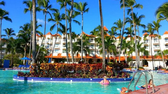 Occidental Caribe: Main Pool with Building 4 in background