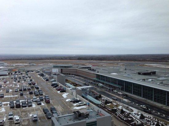 ALT Hotel Halifax Airport : 14th floor view of runway