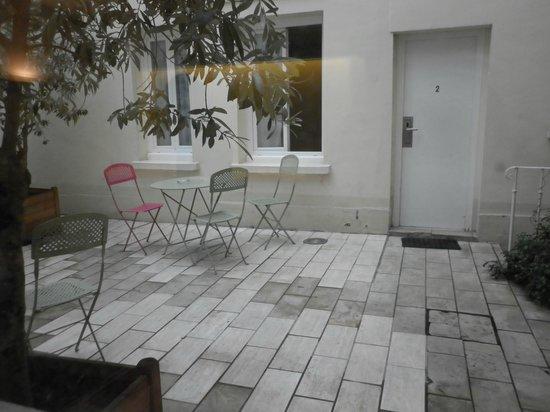 Hotel Lecourbe: Patio interno desde el comedor
