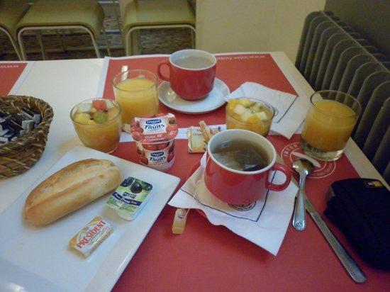 Hotel Lecourbe: Desayuno