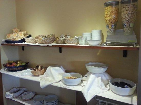 Hotel Stella: Varied Continental breakfast