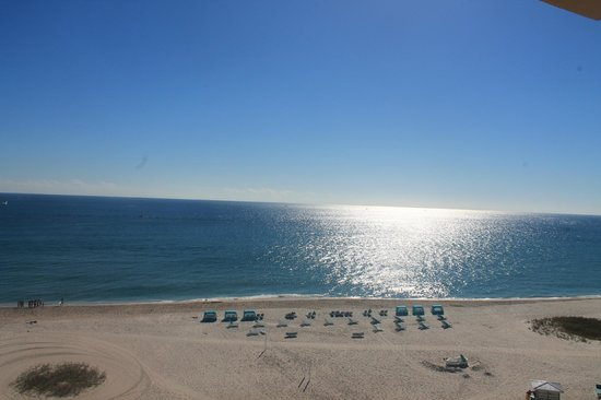 Fort Lauderdale Marriott Pompano Beach Resort & Spa : easy sunday morning view from our balcony