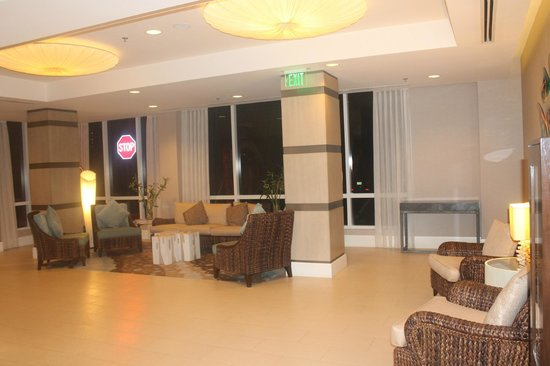 Fort Lauderdale Marriott Pompano Beach Resort & Spa : lobby area leading to outdoors