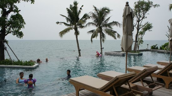 Cape Dara Resort: Second pool (beach front)