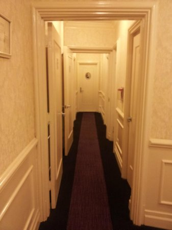 Hotel Belleclaire: hallway on 3rd floor