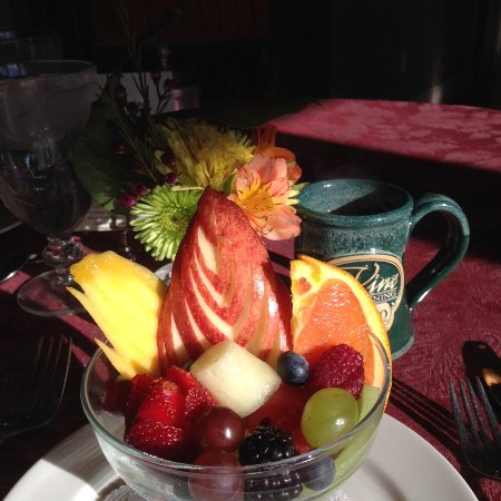Cameo Heights Mansion Bed & Breakfast : Unbelievable breakfast fruit bowl!