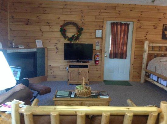 Sunrise Log Cabins: Livingroom