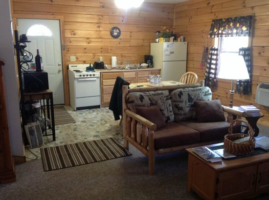 Sunrise Log Cabins: Kitchen