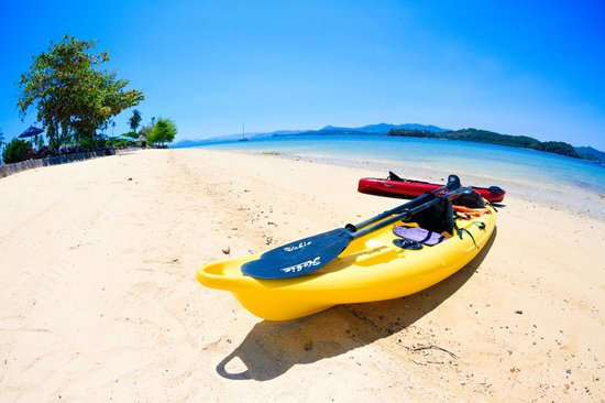 The Naka Island, A Luxury Collection Resort & Spa Phuket : Kayak on the beach