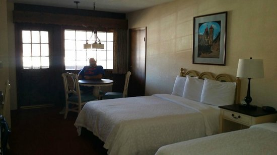 Helendorf River Inn and Conference Center: room from the door