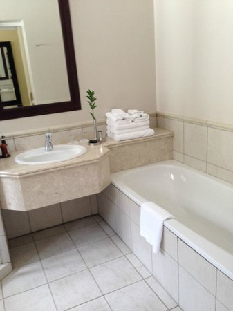 10 2nd Avenue Houghton Estate: Bathroom