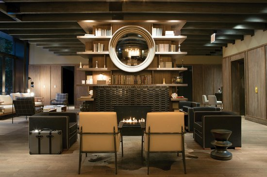 Thompson Chicago, a Thompson Hotel : Lobby Fireplace