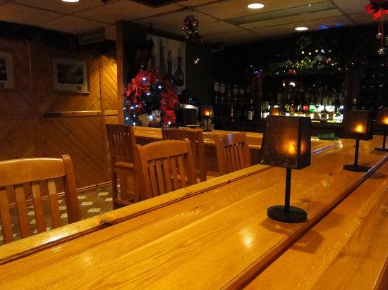Pinewood Motor Inn: Lounge