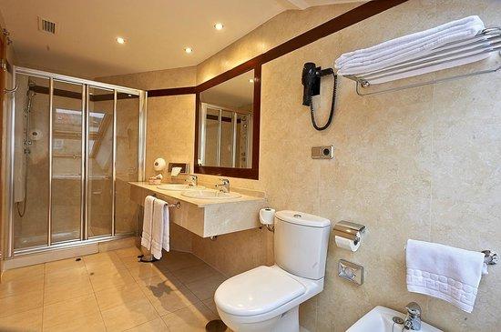 Hotel Palacio Valdes: Baño