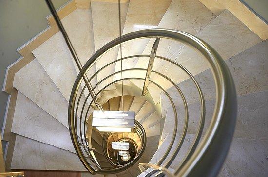 Hotel Palacio Valdes: Detalle escalera principal