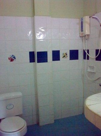 Utopia Suites : the bathroom