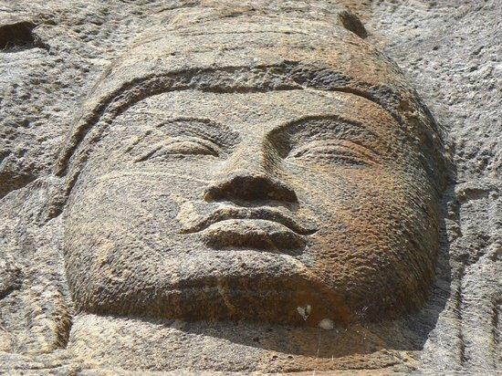 Select Sri Lanka: bohidesatva rock carving