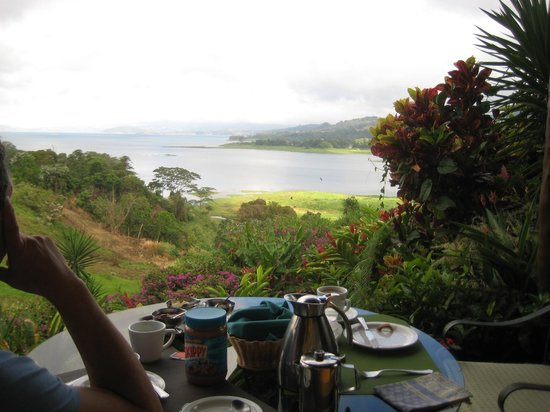 La Mansion Inn Arenal Hotel: breakfast view from our porch