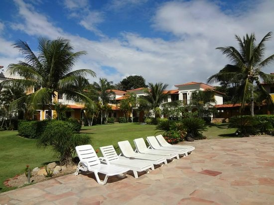 Costa Brasilis All Inclusive Resort & Spa : vista da piscina em direção à recepção