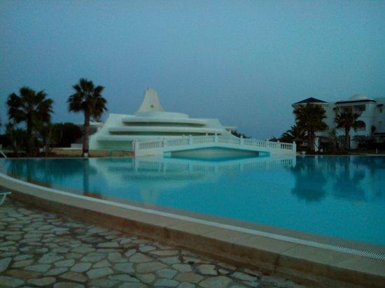 Golden Tulip Taj Sultan Resort : piscine extérieure