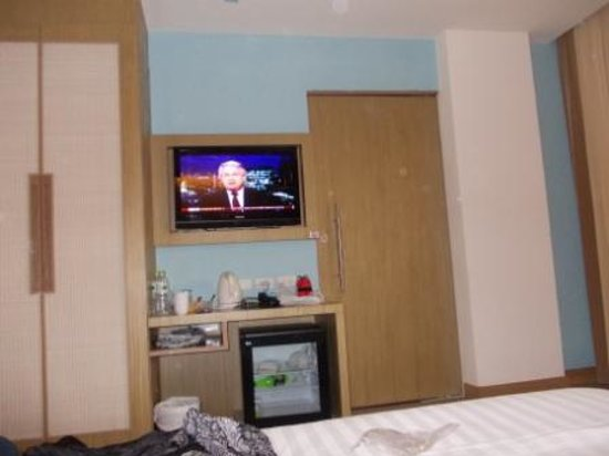 The ASHLEE Plaza Patong Hotel & Spa: door between two room