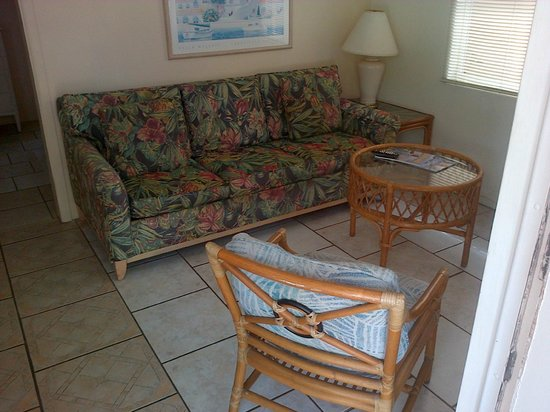 Grove City Motel: Living room area