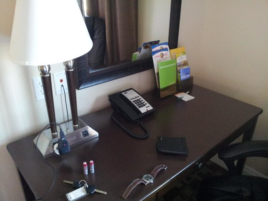La Quinta Inn & Suites Moreno Valley: In-room desk