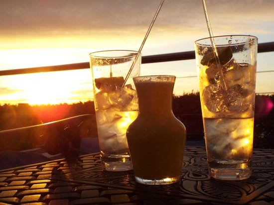 The Twelve Apostles Hotel and Spa: Beverages at sunset by the infinity pool
